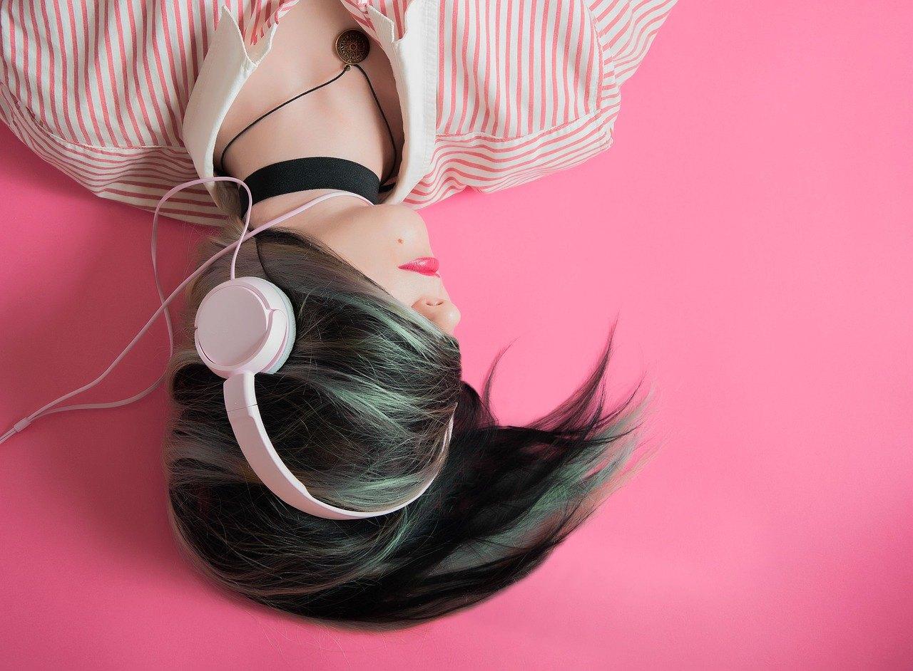 Lyssna med hörlurar