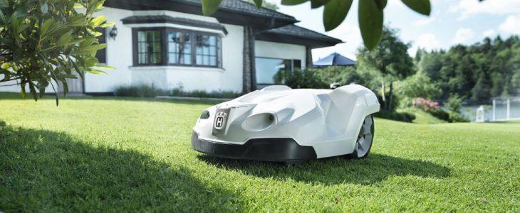 Ladda robotgräsklipparen med rätt batteri